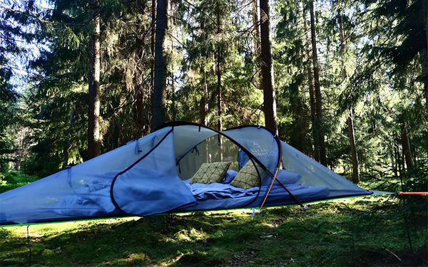 Vietä yö leijuvassa Tentsile-teltalssa